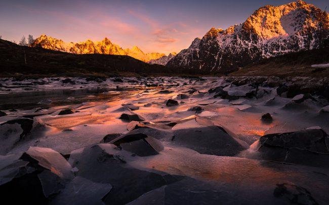Gallery-Frozen-lake-in-lofoten-02