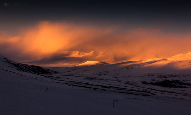 Gallery-Iceland-sunset-in-the-mountains-01