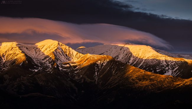 Gallery-Pyrenees-light-over-peaks-01