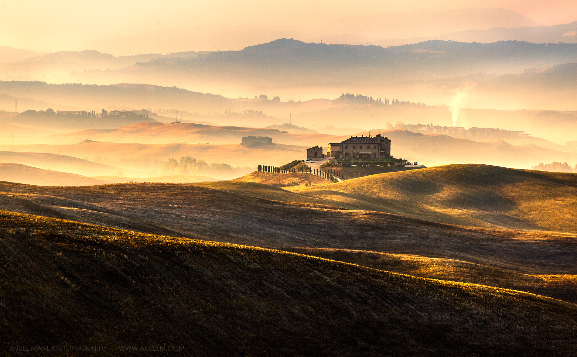 Tuscany-hills-in-sunrise-01